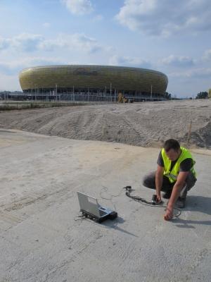 Ocena jakości betonu i ewentualnych uszkodzeń termicznych w nowo wykonanej wannie żelbetowej pod konstrukcję nawierzchni fragmentu Trasy Słowackiego, przy PGE Arena Gdańsk, 2012