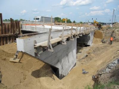 Ocena jakości prac naprawczych w wadliwie zabetonowanych skrzydłach wiaduktu w ciągu drogi ekspresowej S8, 2012