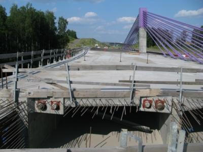 Skanowanie georadarem GPR przebiegu kabli sprężających w skrzyni obiektu MD532.1 - łącznicy mostu MA532 w ciągu autostrady A1 Świerklany - Gorzyczki w m. Mszana, 2013