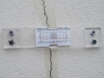 Pomiar szerokości rysy szczelinomierzem płytkowym